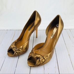 BCbGMAXARIZA Gold Heels Sz 9.5